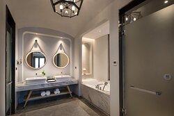 Crowne Plaza Superior Suite Room_Rest Room
