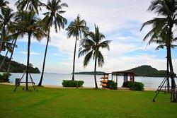 Crowne Plaza Phuket Panwa Beach Grass Lawn