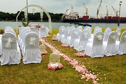 Plan a wedding at Jardin with river view