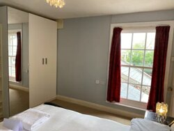 King Room with partial sea view private bathroom (not ensuite) Room 6
