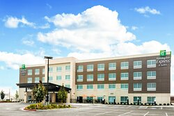 Welcome to our beautiful modern Holiday Inn Express & Suites