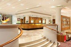 Crowne-Plaza-Reading-Lobby-Area