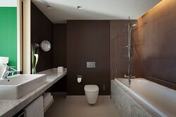 Guest Bathroom Deluxe and Club Room