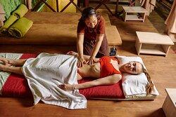 справжній тайський масаж від майстрів з Таїланду