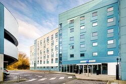 The hotel is close to the heart of Slough and bustling Windsor, so visitors can make the most of the area without travelling too far. Guests arriving by car can enjoy extensive on-site parking for both short and more extended stays.
