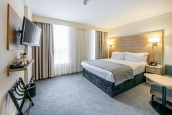 Holiday Inn London Kensington - Superior room with king size bed