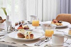 Symposium Breakfast Table