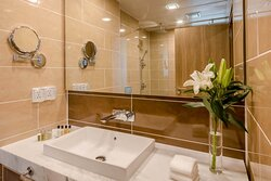 Guest Bathroom with full amenities