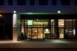 The welcoming entrance area of Holiday Inn Frankfurt Airport.