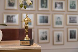 Unser Oscar begrüßt Sie!