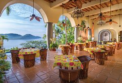 Outdoor Dining - Zihuatanejo