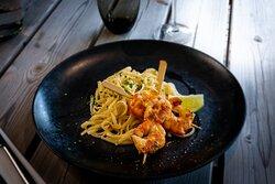 Crevettes sauvages en brochette