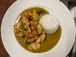 Mittag Menu: 19.50 Geschnitzeltes Pouletsfleisch an Currysauce und Thai-Reis.