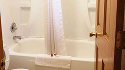 MH WesternMotelHardin Hardin MT Guesroom Bathroom