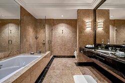 Diplomat Suite - Bathroom