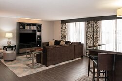 Admiral Suite - Living Room