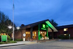 Welcome  to the Holiday Inn Guildford at night