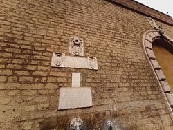 La fontana di Cavalleggeri, particolari e dintorni...