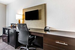 Guest room with desk ara