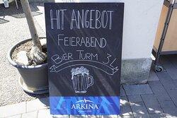 Feierabend und Lust was zu trinken? wollen sie mit Freunden und Verwandten einen schönen und lustigen Tag genießen? Das Restaurant Juan's Bistro ist ein Treffpunkt für Jung und Alt und die perfekte Location für ein kühles Bier. Probieren Sie den 3 Liter Bier-Turm🍻😁