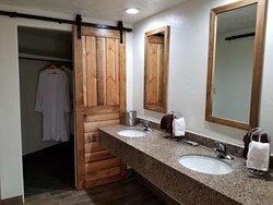 Suite3 Room Vanity