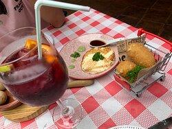 Queso Asado (il migliore mai provato sull'isola) e crocchette del giorno!