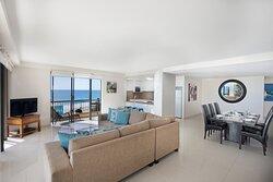 Paradise-Centre-Apartments-Surfers-Paradise-3-Bedroom-Apartment-Lounge