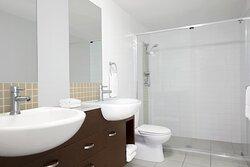 Mantra-Wings-Surfers-Paradise-1-Bedroom-Apartment-Bathroom