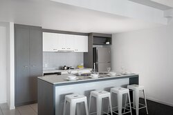 Mantra-Wings-Surfers-Paradise-1-Bedroom-Apartment-Kitchen