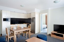 Mantra-On-Mary-Brisbane-1-Bedroom-Balcony-Apartment-Dining