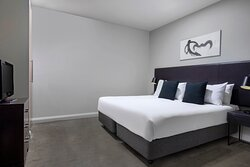 Mantra-Hindmarsh-Square-Adelaide-Park-View-Suite-Bedroom