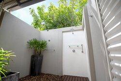 Mantra-Frangipani-Broome-Broome-Two-Bedroom-Apartment-Bath