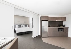Mantra-Collins-Hotel-Hobart-1-Bedroom-Executive-Apartment-Overview