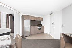 Mantra-Collins-Hotel-Hobart-1-Bedroom-Executive-Apartment-Kitchen
