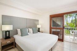 Mantra-Aqueous-Port-Douglas-Port-Douglas-Hotel-Spa-Rooms-Bedroom