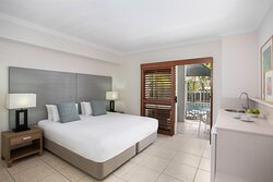 Mantra-Aqueous-Port-Douglas-Port-Douglas-Hotel-Spa-Swim-Out-Bedroom-Bed