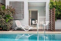 Mantra-Aqueous-Port-Douglas-Port-Douglas-Hotel-Spa-Swim-Out-Pool-Deck