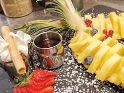 Dessert créatif 🍮 Ananas frais, fraise et chocolat maison 🍍🍓🍫