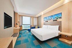 King Aloft Deluxe Guest Room