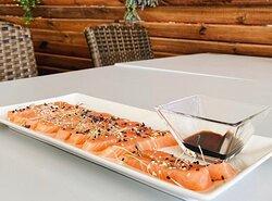 a heu tastat la nostra tapeta de sashimi de salmó? A nosaltres ens té el cor robat! Veniu a provar-la! 😋