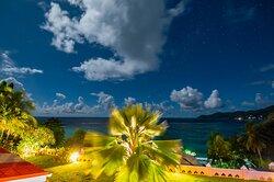 Вид из номера в вечернее время - звездное небо поражает воображение