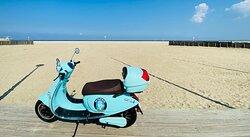 Bord de Plage en scooter électrique