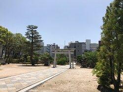 鶴羽根神社の境内です。