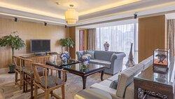 president suite living room1