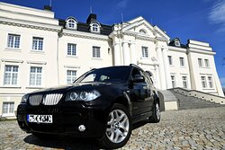 jak w pałacu, misi być podjazd dla samochodów, kiedyś... karety rodziny Komierowskich