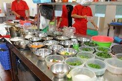 Khu vực bếp ăn tại Kỳ Lân Quán