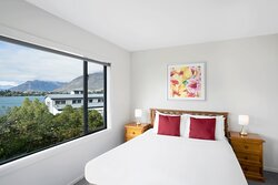 BreakFree-The-Point-Queenstown-2-Bedroom-1-Bathroom-Lakeview-Apartment-Bedroom