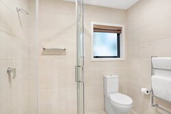 BreakFree-The-Point-Queenstown-2-Bedroom-1-Bathroom-Lakeview-Apartment-Bathroom