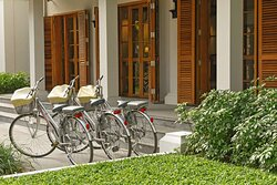 Guest bicycles in front of the hotel entrance