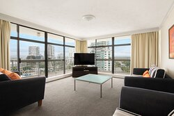 BreakFree-Beachpoint-Surfers-Paradise-2-Bedroom-Apartment-Lounge